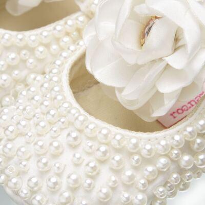 Imagem 2 do produto Sapatilha para bebe em cetim Pérolas & Flor Marfim - Roana - SPL00060031 Sapatilha Pérolas Flor Marfim-P